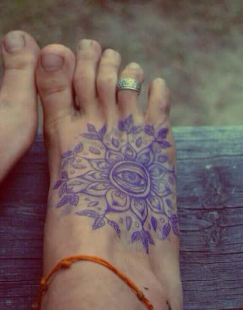 genial tatuaje en el pie