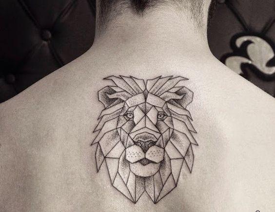 hombre espalda leon