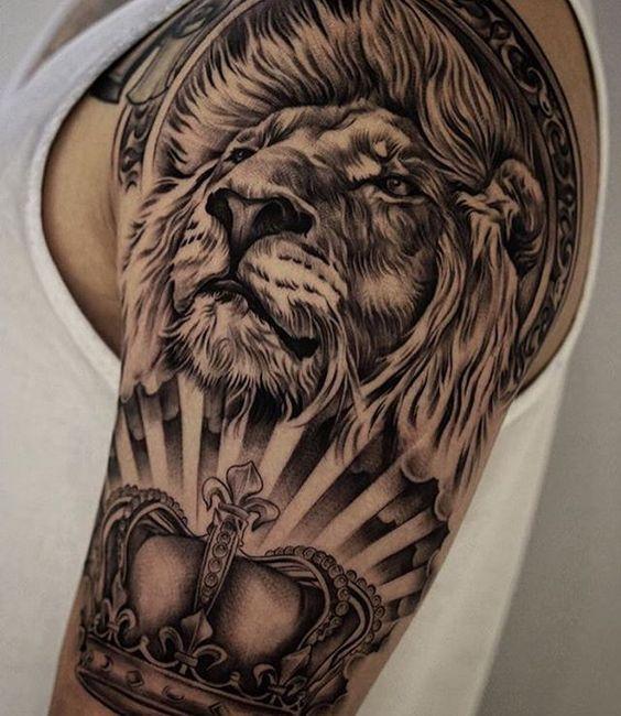 leon con corona hombre