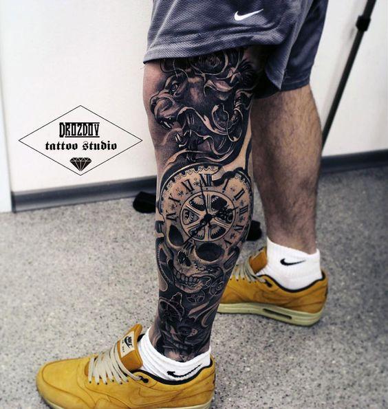 pierna calavera y reloj tatauje