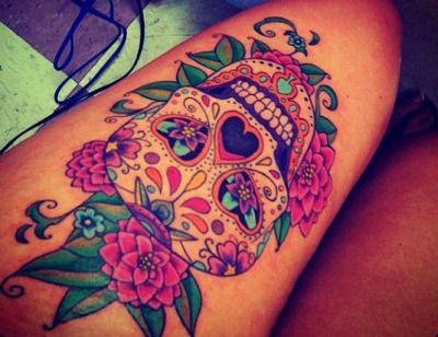 pierna mujer calavera azucar tatuaje
