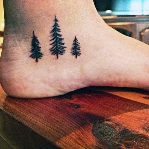 pinos tatuaje hombre
