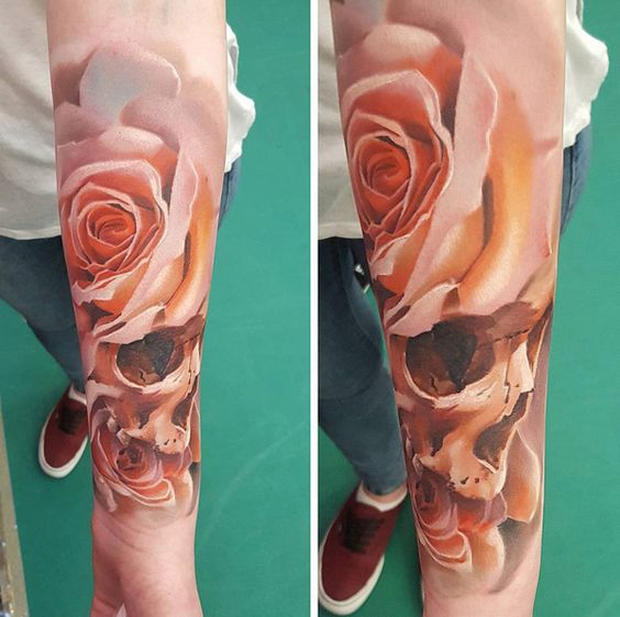 rosas combinandas craneo tatuaje