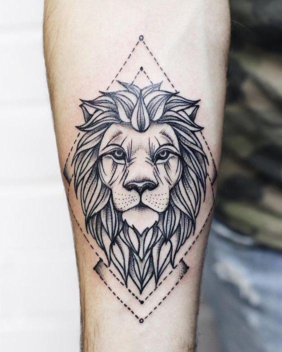tatoo leon brazo