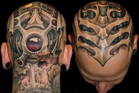 tatuaje biomecanico en la cabeza