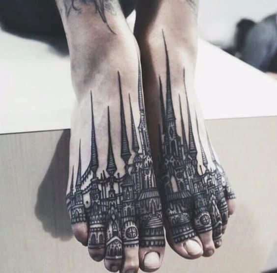 tatuaje de ciudad en los pies