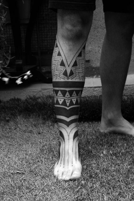 tatuaje en pantorrila y pie