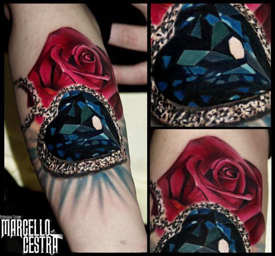 tatuaje negro con rosas