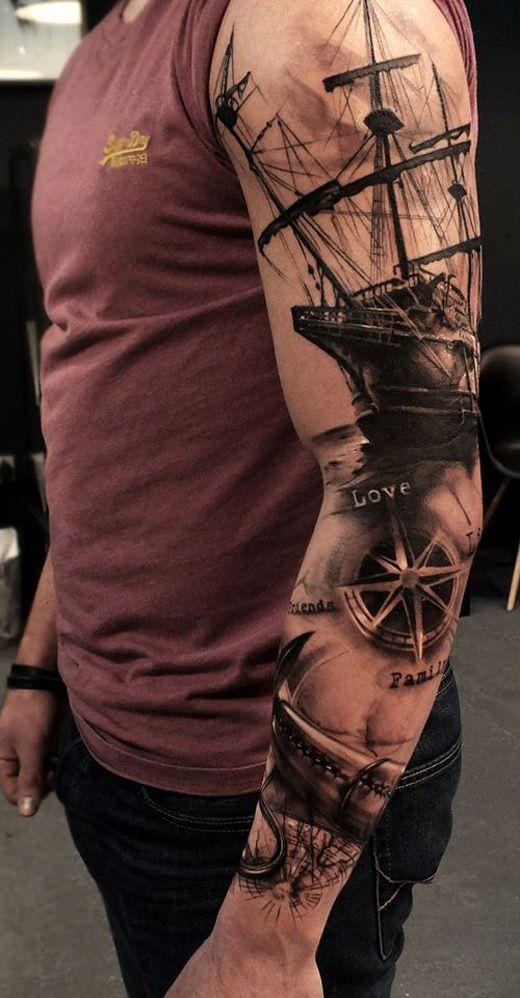 barco tatuado en el brazo