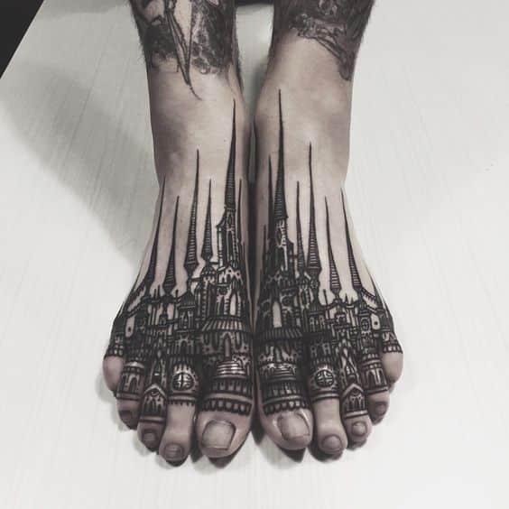 ciudad estilo gotico tatuaje en los pies