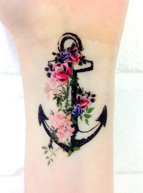 ancla tatuaje para mujer en el brazo 3 - Tatuajes de anclas más de 40 diseños y los significados más populares