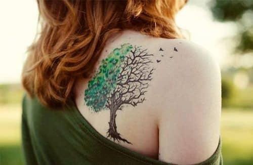 arbol a color tatuado espalda