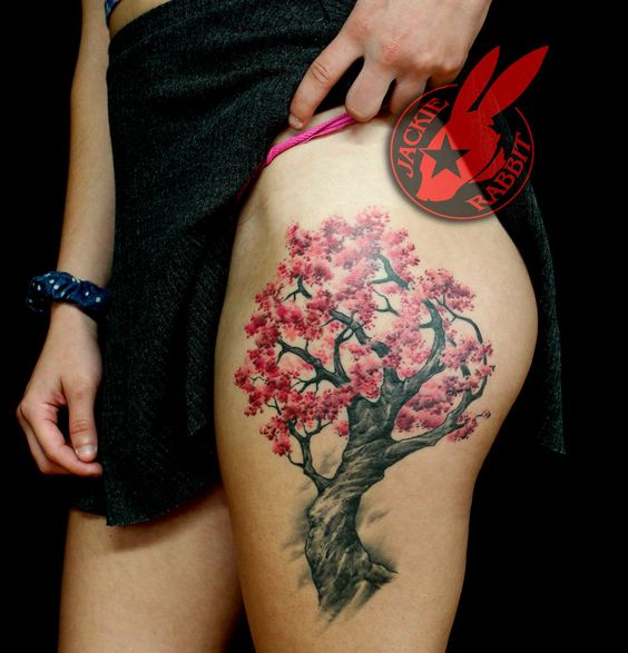 arbol de cerezo pierna tatuado