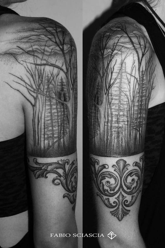 arbol seco tatuado en el brazo