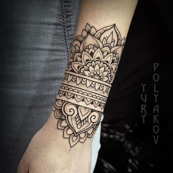 hombres mandala tatuaje