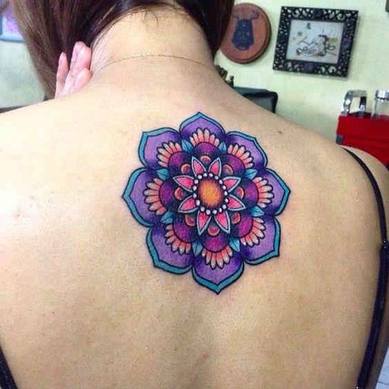 tattoo en la espalda mujeres
