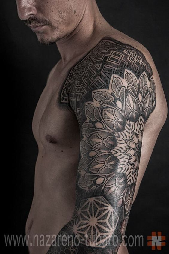 tatuaje de mandala en el brazo hombres