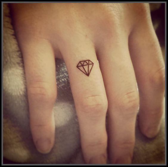 Tatuaje Pequeño De Diamantes
