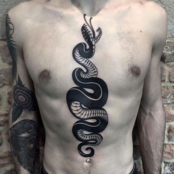 tatuajes en el abdomen y pecho hombres 1 - Tatuajes en el abdomen con diferentes diseños y tamaños