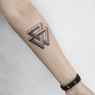 Tatuaje De Triángulo En El Brazo Tridimensional