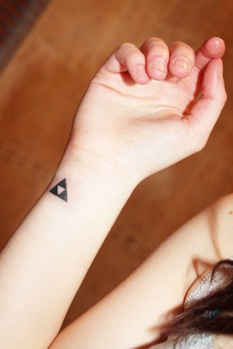 Tatuaje De Triángulo Pequeño Triforce Zelda