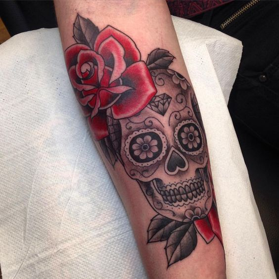 calavera con rosas festiva - +60 Tatuajes de catrinas, diseños, significados y su representación