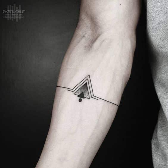 tatuajes de triangulos antebrazo