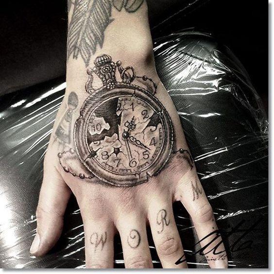 hombre tatuaje mano 3 - Tatuajes en la mano diseños para hombres y mujeres con significado