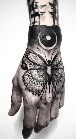 hombre tatuaje mano 4 - Tatuajes en la mano diseños para hombres y mujeres con significado