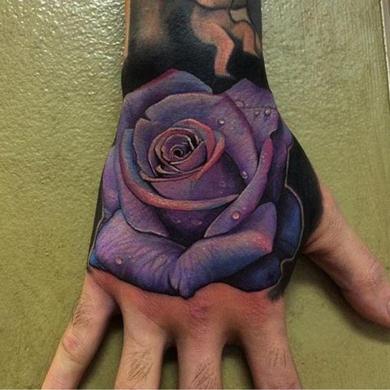 hombre tatuaje mano 5 - Tatuajes en la mano diseños para hombres y mujeres con significado
