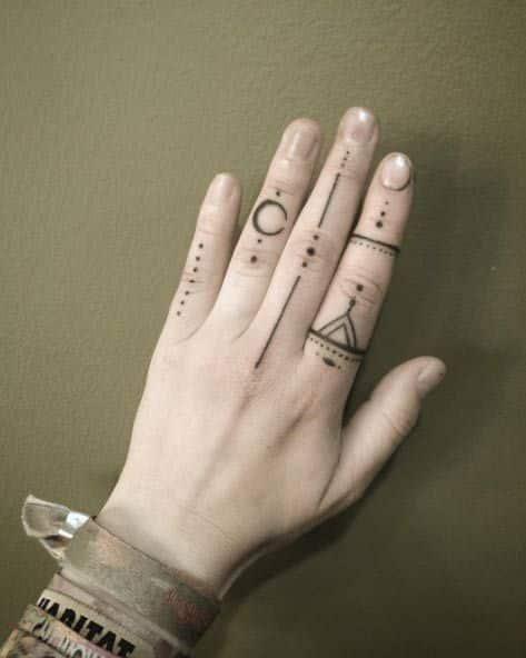 hombres tatuados en la mano 2 - +80 Tatuajes para hombres ideas y diseños populares en 2018