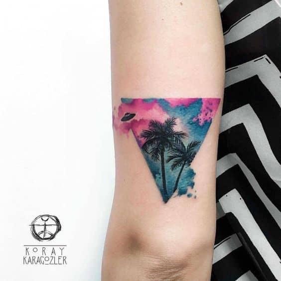 tatuajes de triangulos para mujeres