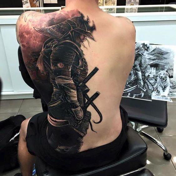 tattoos en la espalda hombres 2 - +80 Tatuajes para hombres ideas y diseños populares en 2018