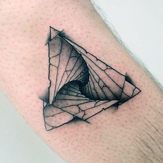 tatuaje con triangulos 3 - +40 Tatuajes de triángulos y su particular significado en cada diseño
