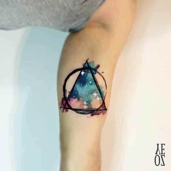 tatuaje con triangulos 4 - +40 Tatuajes de triángulos y su particular significado en cada diseño