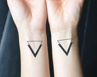 tatuajes con 2 triangulos 2 - +40 Tatuajes de triángulos y su particular significado en cada diseño