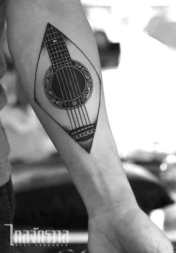 Tatuaje de guitarra