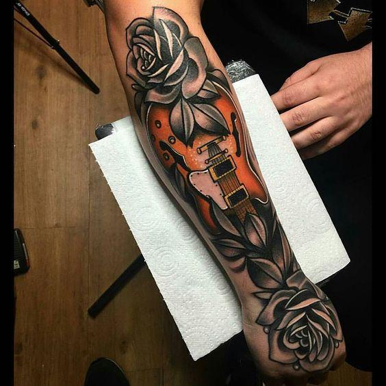 tatuajes de guitarras electricas 4 - Tatuajes de guitarras eléctricas y acústicas amor por la música en la piel