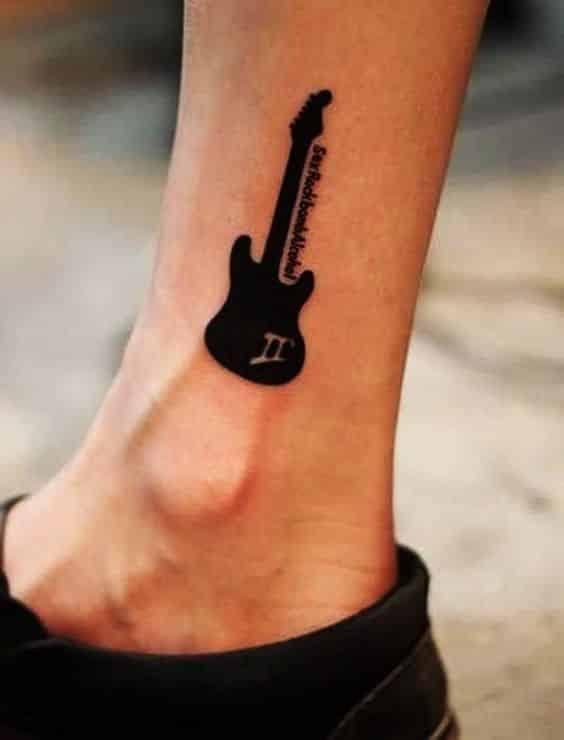 tatuajes de guitarras pequeñas 1 - Tatuajes de guitarras eléctricas y acústicas amor por la música en la piel