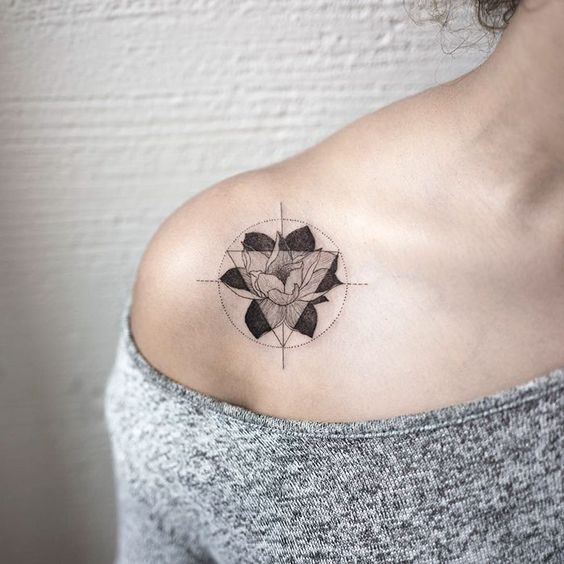 tatuajes de triangulos girls