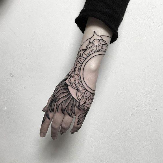 tatuajes en la mano para mujeres 1 - Tatuajes en la mano diseños para hombres y mujeres con significado