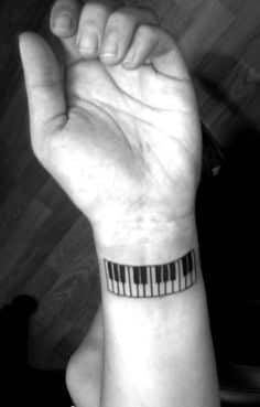 tatuajes-en-la-muñeca-para-hombres