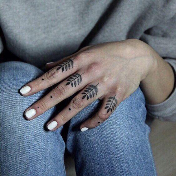 tatuajes en las manos y dedos 7 - Tatuajes en la mano diseños para hombres y mujeres con significado