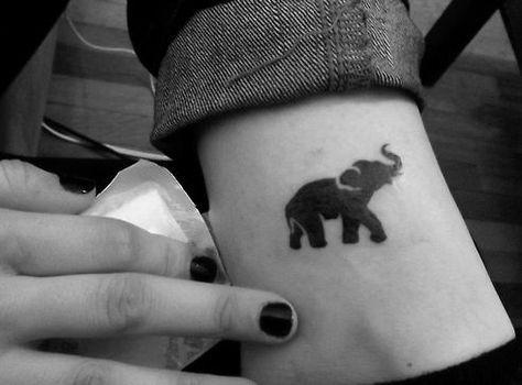 tatuajes pequeños de elefantes 2 - +40 Tatuajes de elefantes, significados - diseños en hombres y mujeres