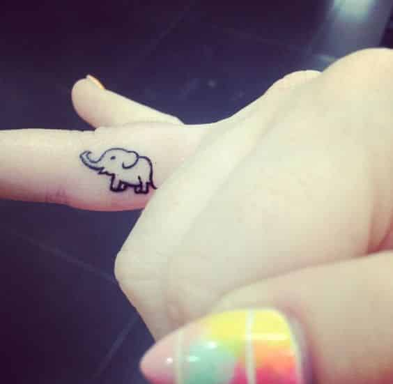 tatuajes pequeños de elefantes 7 - +40 Tatuajes de elefantes, significados - diseños en hombres y mujeres