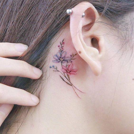 tatuajes pequeños oreja 2 - Tatuajes pequeños para hombres y mujeres, fotos y diseños geniales