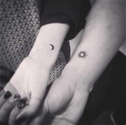tatuajes pequeños parejas 4 - Tatuajes pequeños para hombres y mujeres, fotos y diseños geniales