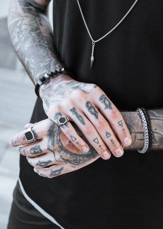 Dedos Tatuados Hombres (2)