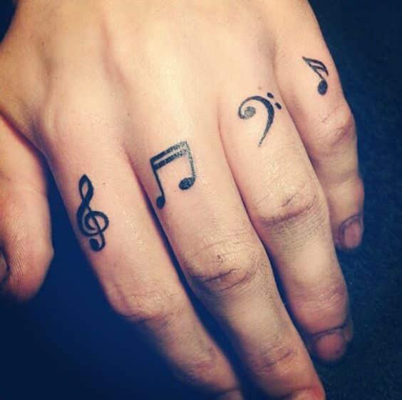 Lo Que Hay Que Saber Antes De Tatuarte Los Dedos (8)