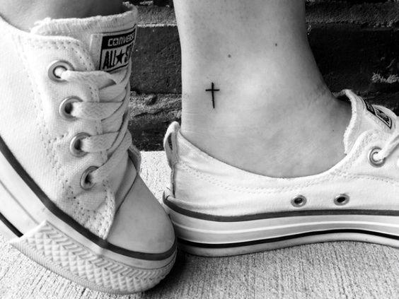 Tatuaje De Cruces Mujeres (9)